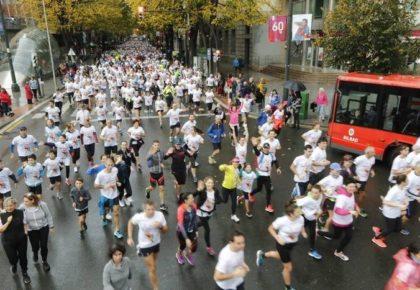 [DEIA] Más de 7.100 corredores participan en una Herri Krosa que ha teñido de blanco Bilbao